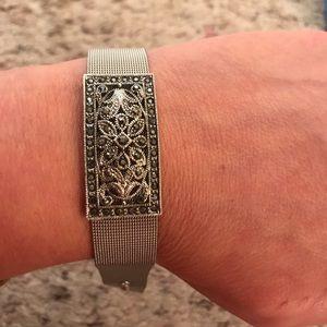 Cookie Lee bracelet with buckle fastener
